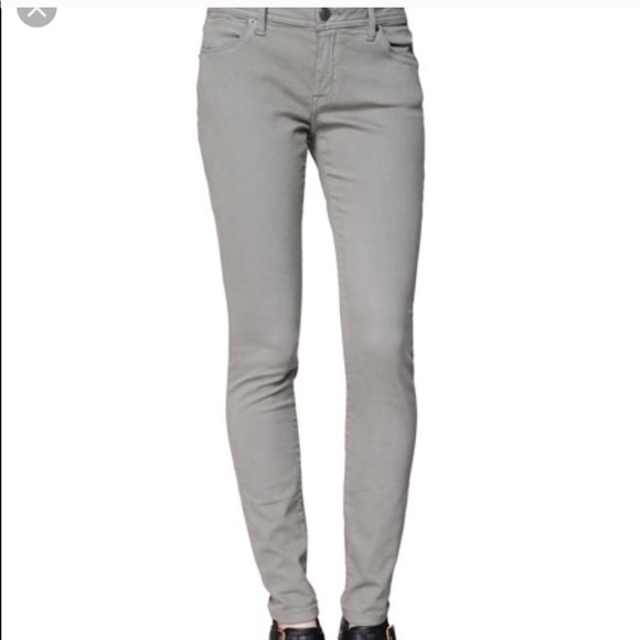 🔥Burberry jeans a must have for fall/winter!!🔥